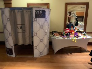 why hire a photo booth for your wedding